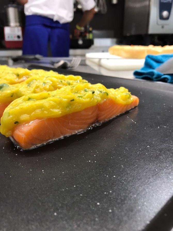 Salmone con panure di mango, lime e basilico