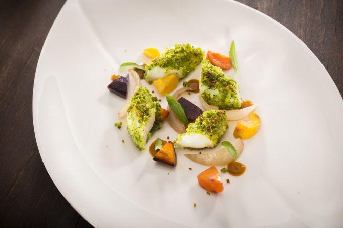 Petite queue de lotte panée, ratatouille de carottes et oignons