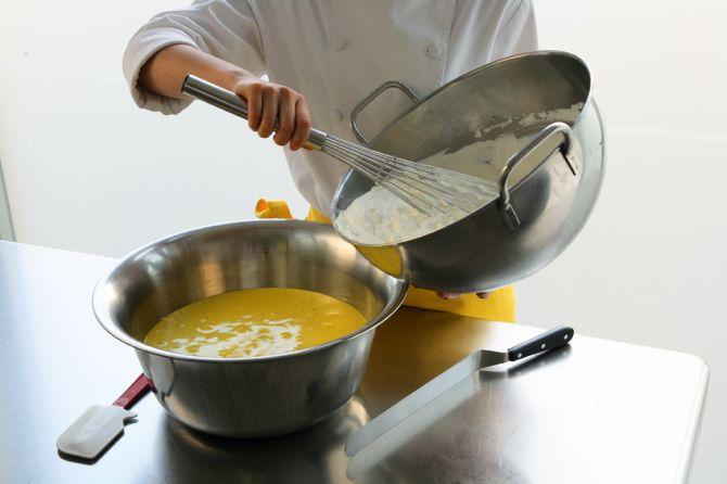 Crema inglese per mousse alla vaniglia